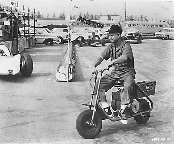 don_rickles_scooter_riding_19275