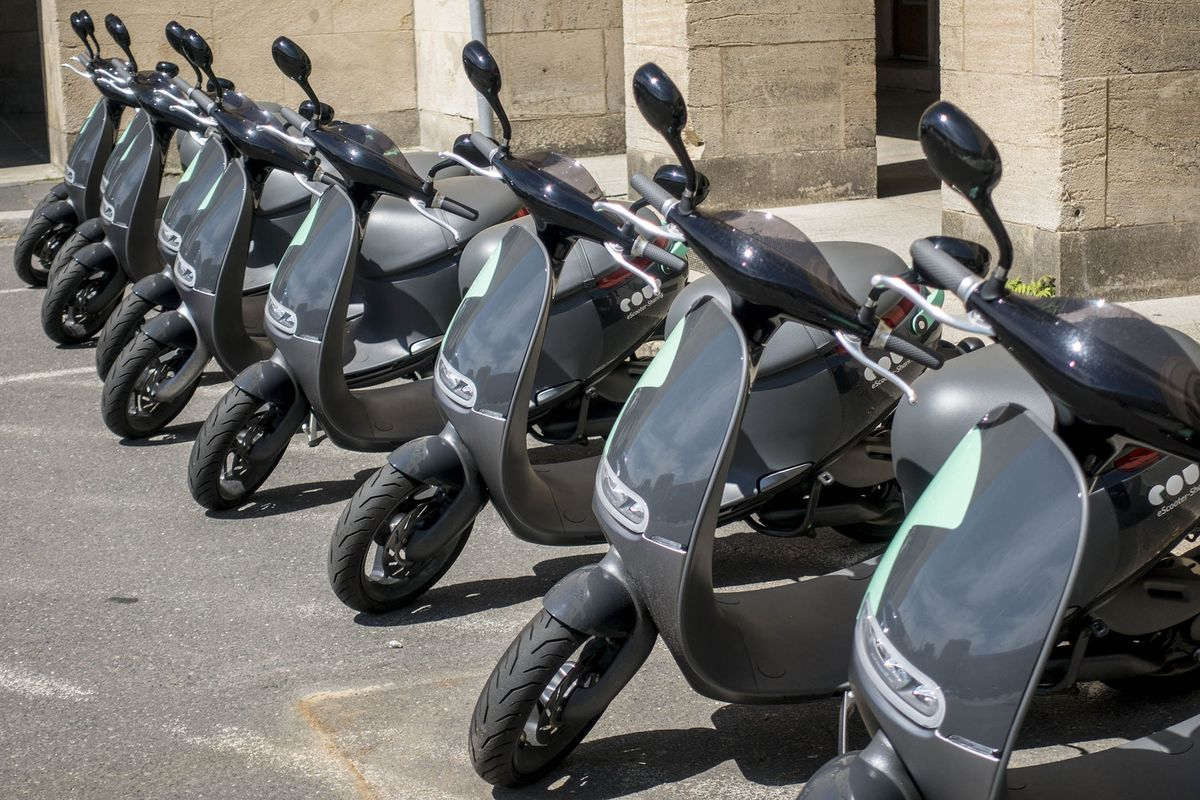 bosch enters paris electric scooter fray as diesel loses. Black Bedroom Furniture Sets. Home Design Ideas